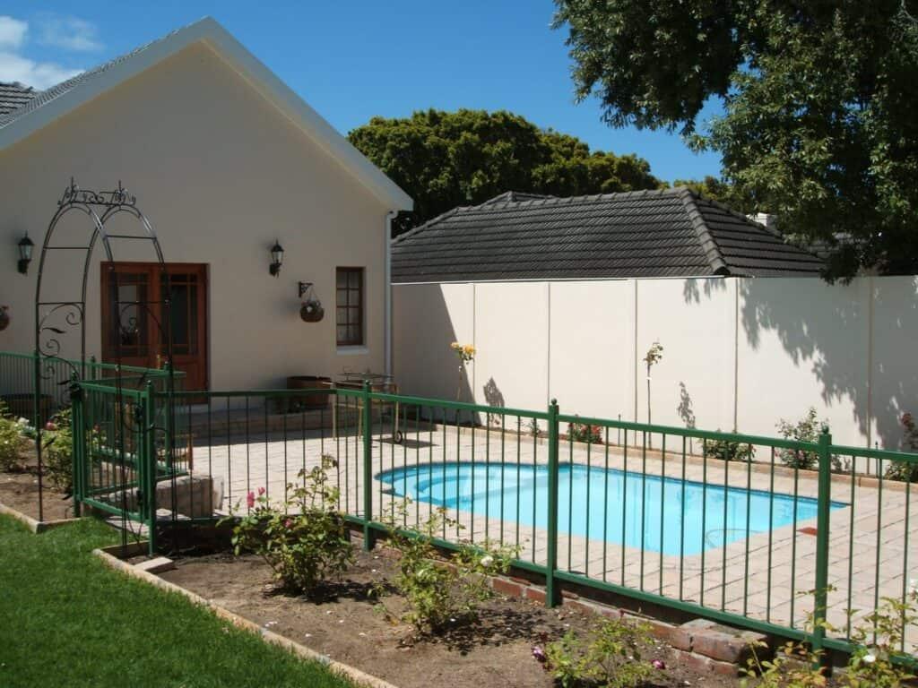 Pool Fence 02